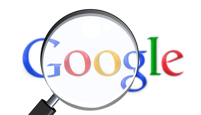 Google politie aanstootgevende suggesties rapporteren